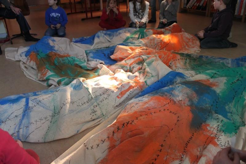 """AMBULANZ Projekt """"Körper und Landschaft"""" in der Fürstenwall-Schule Dahlenburg 2013 Foto: Jutta Brüning"""
